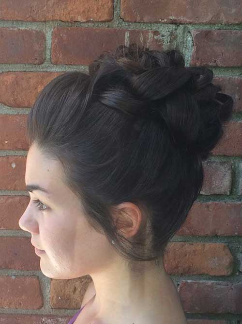 High Bun Styles de Cheveux