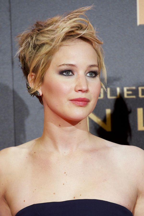 Jennifer Lawrence court pixie coupe de cheveux