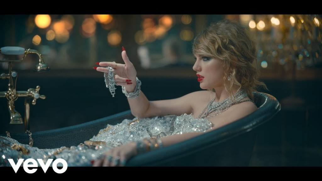 cliphair-extensions-taylor-swift-curls-1024x576