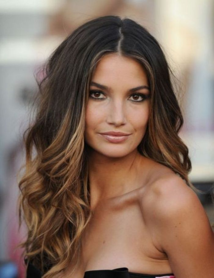 Lily-Aldridge-loose-waves-hair-2017