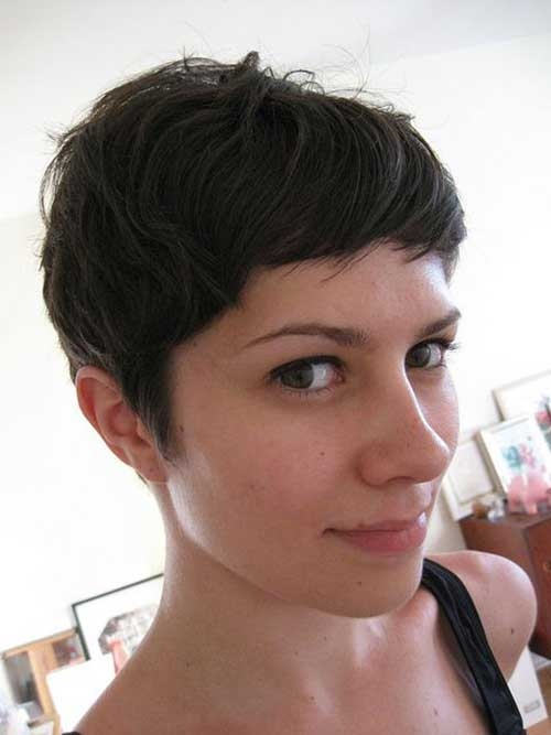 Short-Haircut-for-Brunettes