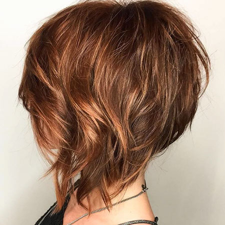 Coupe de cheveux en couches , Bob Layered Angled Wispy