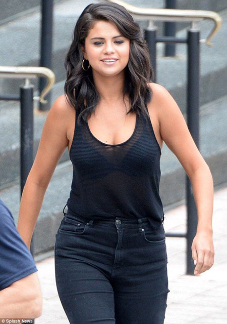 Cheveux superposés, Gomez Selena Racerback Up